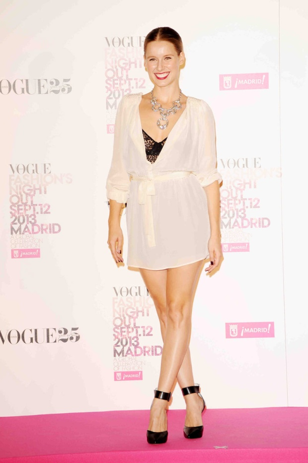 celebrities_y_modelos_en_vogue_fashions_night_out_231341342_800x